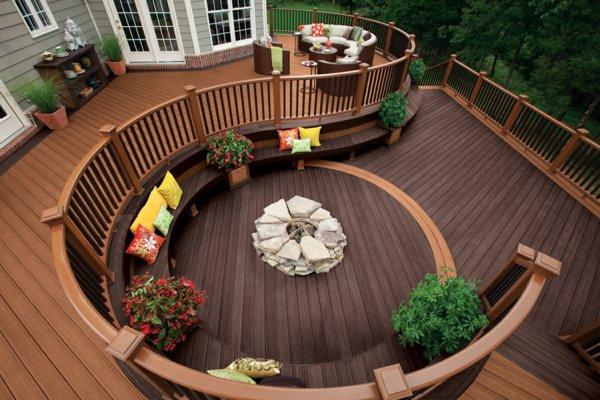 une belle terrasse en bois. Black Bedroom Furniture Sets. Home Design Ideas