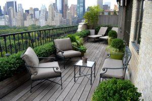petit-jardin-terrasse-meubles-fer-forge-garde-corps